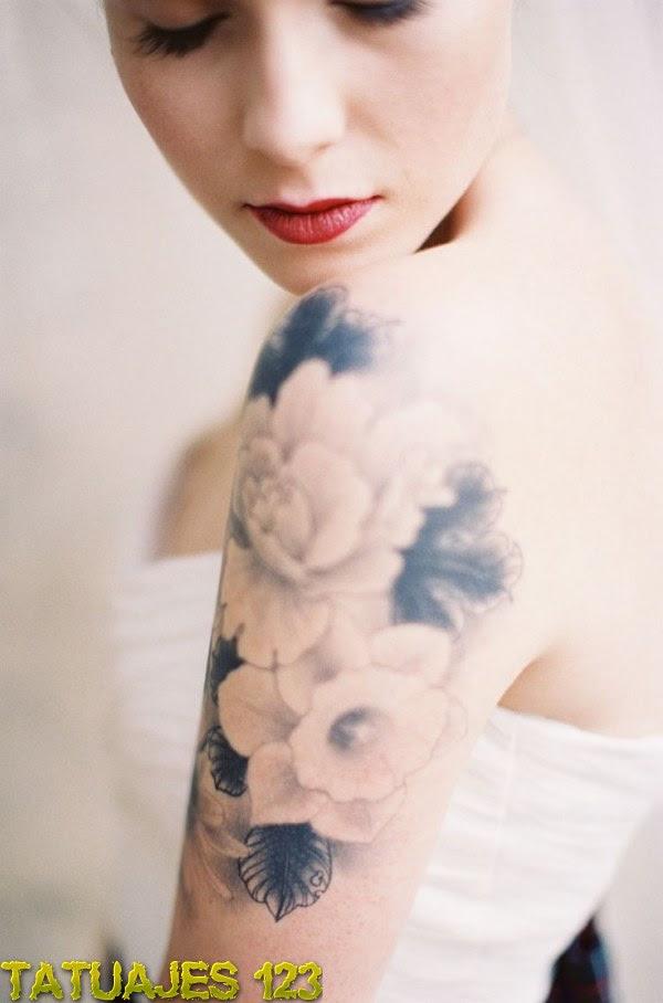 Delicadas Flores En El Hombro Tatuajes 123