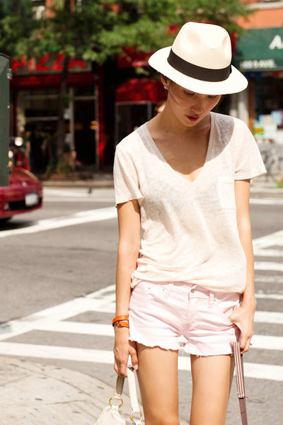 Light-pink-raw-hem-misspouty-shorts-neutral-v-neck-jcrew-t-shirt_400