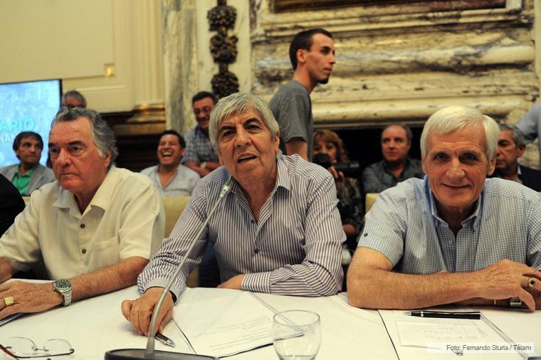 Luis Barrionuevo, Hugo Moyano y Antonio Caló en la Cámara de Diputados