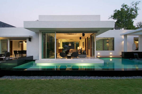 Modern Contemporary Residence: Dinesh Mills Bungalow by Atelier ...