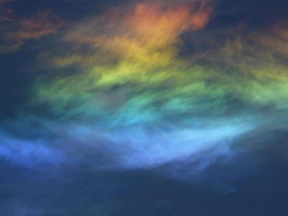 awan berwarna Fenomena Awan Berwarna warni yang Sangat Cantik dan Menakjubkan