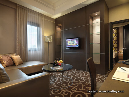 Exec Suite - Living
