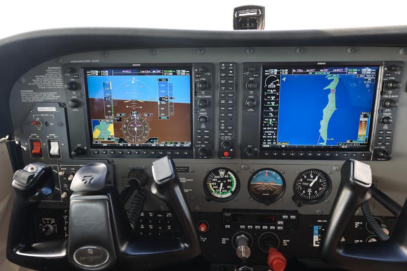 Cessna C172 G1000 cockpit