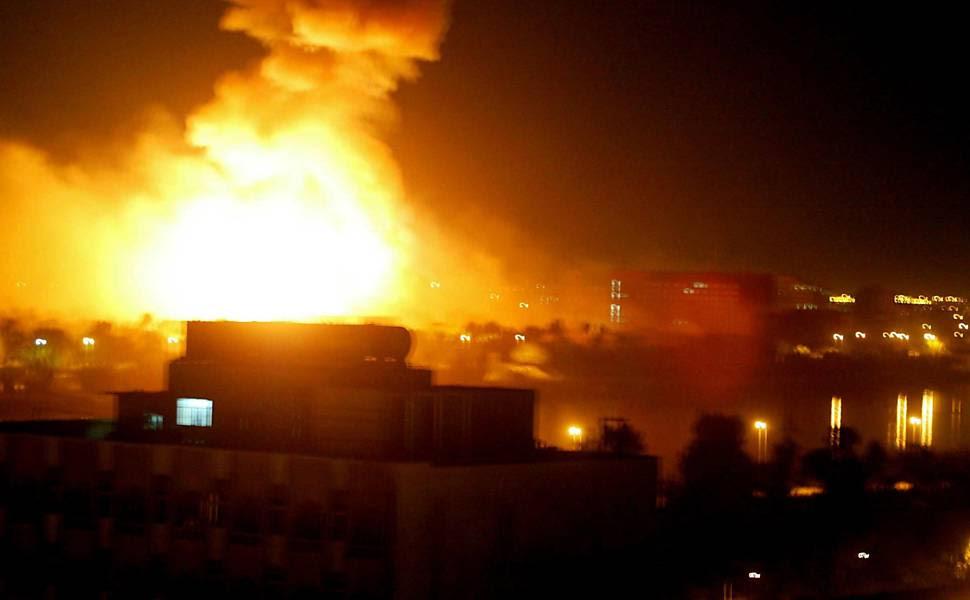 Campanha de intensos bombardeios teve início no dia 20 de março de 2003. Até o fim da guerra, mais de 4.000 americanos e cerca de cem mil iraquianos morreram durante os quase nove anos do conflito