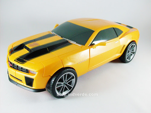 Transformers Bumblebee RotF Ultimate Battle Charged - modo alterno