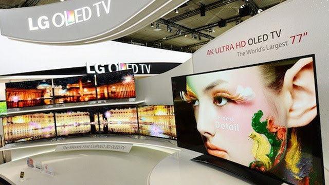 LG's 77-Inch Curved OLED Ultra HD TV Is a Monstrous Beauty