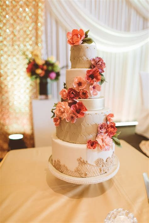 18 Beautiful Ideas for Perfect Wedding Cake Decoration