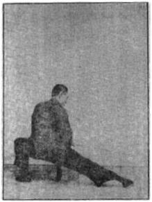 《昆吾劍譜》 李凌霄 (1935) - posture 40