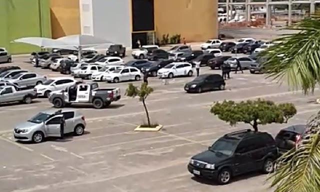 PM prende suspeitos com equipamento que bloqueia travamento de carros em shopping de Natal