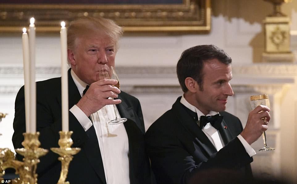 Trump e Macron brindaram durante o jantar de estado para manter relações calorosas entre seus países