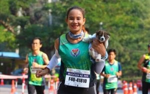 Runner Rescues Puppy During Marathon Then Carries Her 19 Miles To The Finish Line