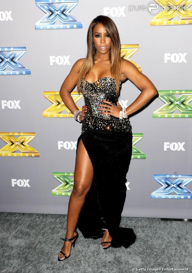Kelly Rowland usa vestido da grife Balmain na final de 'THe X Factor', em 19 de dezembro de 2013