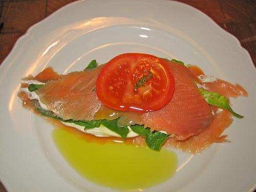 millefoglie di salmone affumicato, crema acida e spinaci freschi by fugzu