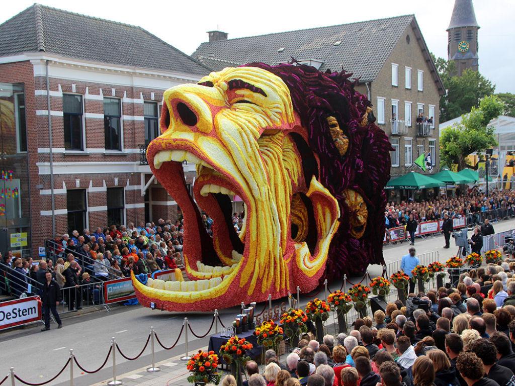 Desfile anual do Corso de Zundert homenageia van Gogh com carros alegóricos monumentais adornados com flores 08