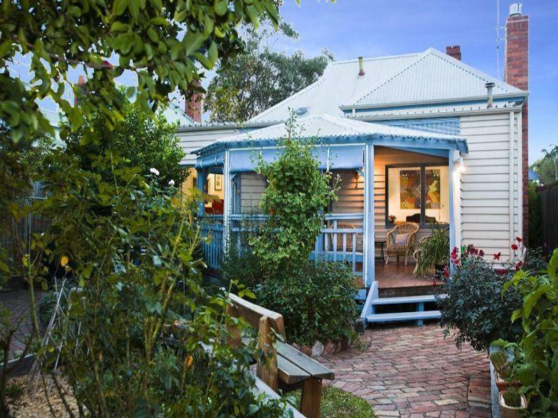 Australian native garden design using pavers with balcony ...