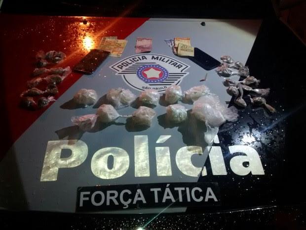 Droga apreendida pela polícia com os homens em Lorena (Foto: Divulgação/Força Tática)