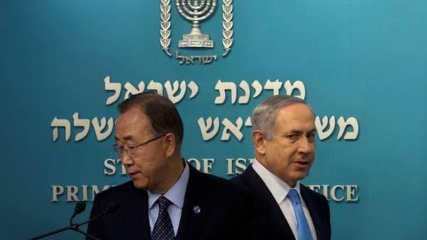 Polémica. Netanyahu, ayer, con Ban Ki Moon, el secretario general de la ONU.