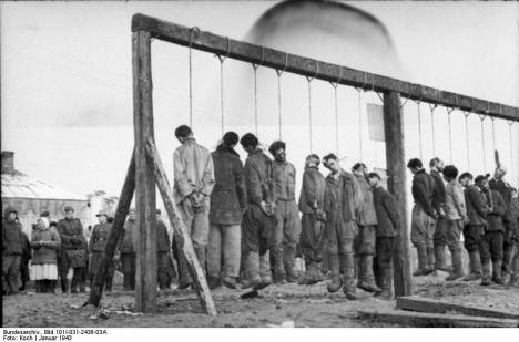 Tentara Soviet yang di gantung oleh tentara jerman