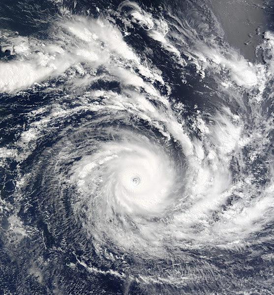 cyclone_kalunde_indian_ocian_mar2003_23slat_modiswall