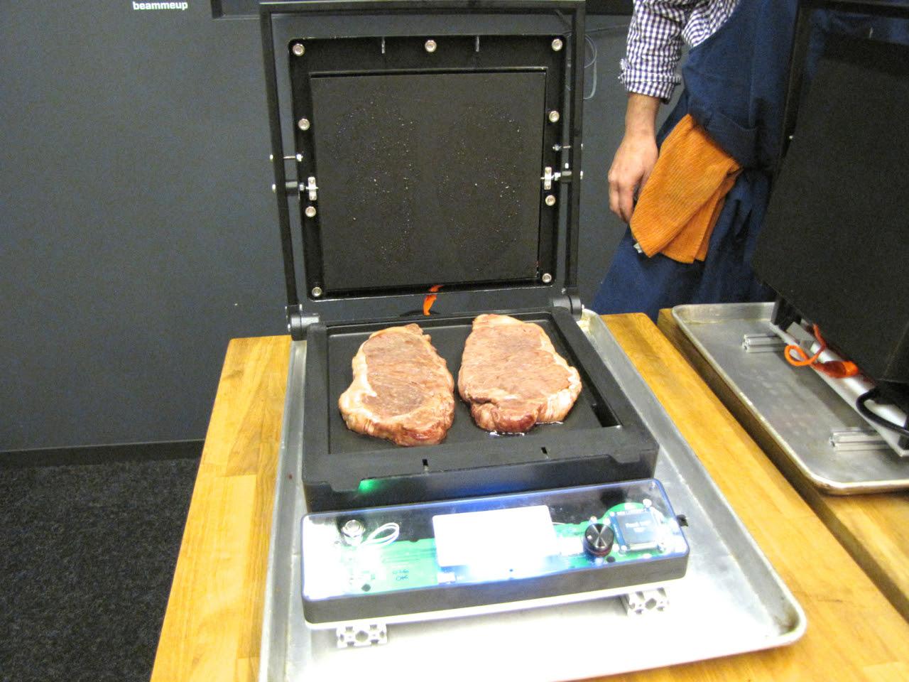 Masak steak pakai smartphone !