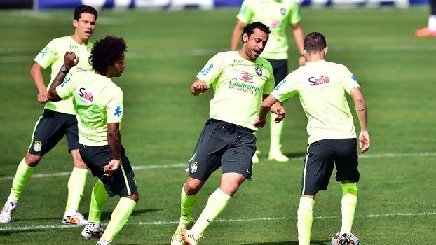 Felipão fez diversos testes durante o treinamento da seleção nesta segunda, em Teresópolis