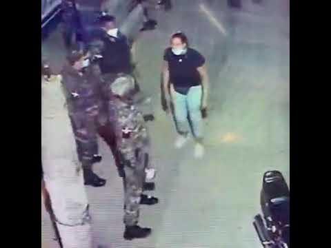 Ver video: Policia acompañados de TEN da galleta a comerciante