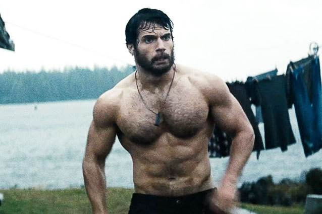 Hombre de rutina de ejercicios de acero