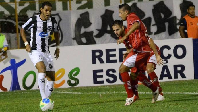 Dênis Marques, atacante do ABC, perdeu três oportunidades claras contra o Boa Esporte (Foto: Frankie Marcone/Divulgação/ABC)