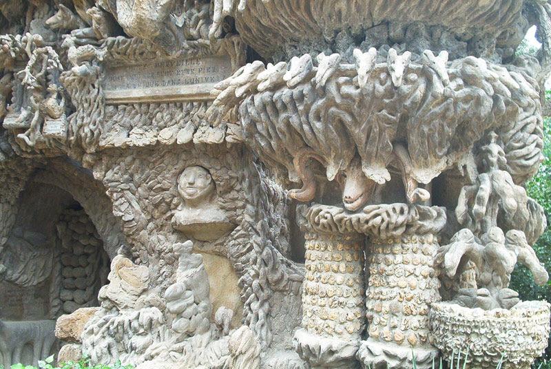 Барельеф Идеального дворца Шеваля во Франции. Фото