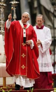 papa bergoglio sposa venti coppie di conviventi a san pietro 2