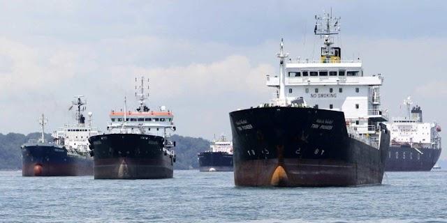 La flotilla de petroleros iraníes `` más grande de la historia '' se dirige a Venezuela con combustible