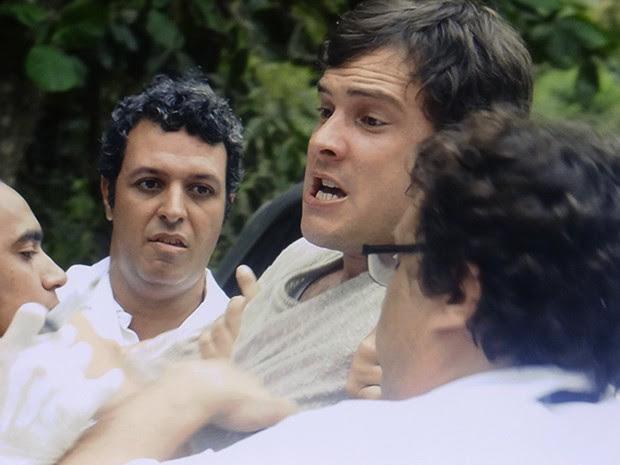 Caíque não mostra resistência, mas é dopado mesmo assim (Foto: TV Globo)