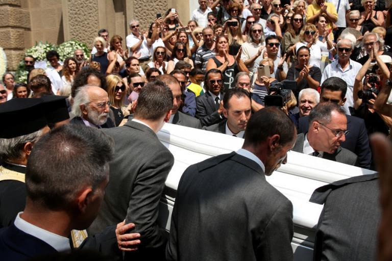 Ζωή Λάσκαρη Κηδεία: Σπαρακτικός επικήδειος από τον Αλέξανδρο Λυκουρέζο | Newsit.gr
