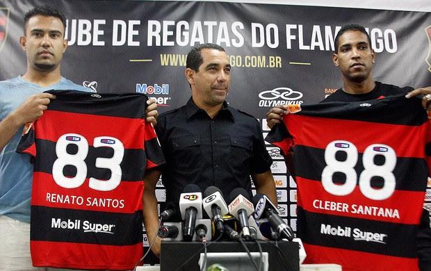 Cleber Santana e Renato Santos apresentados no Flamengo (Foto: Márcia Feitosa / Vipcomm)