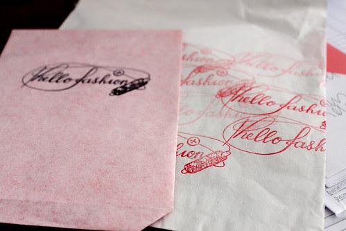 hello fashion gestempelt auf Papiersack