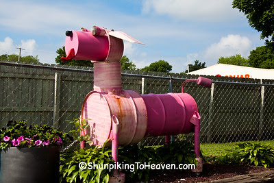 Pink Dog Sculpture, Mary Kay's Grooming Station, Mason City, Iowa