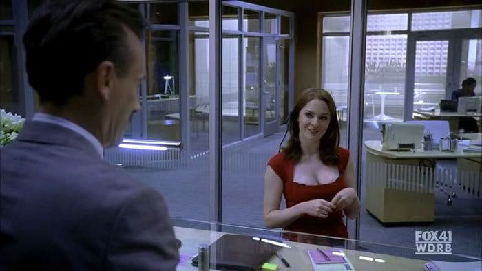 Trishanne (Shannon Lucio) strikes up a conversation with Theodore Bagwell (Robert Knepper) in PRISON BREAK.