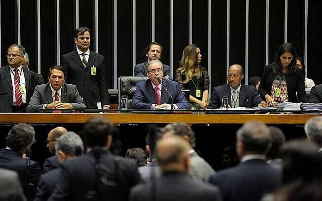 Deputados da Câmara votam proposta para analisar contas dos ex-presidentes da República