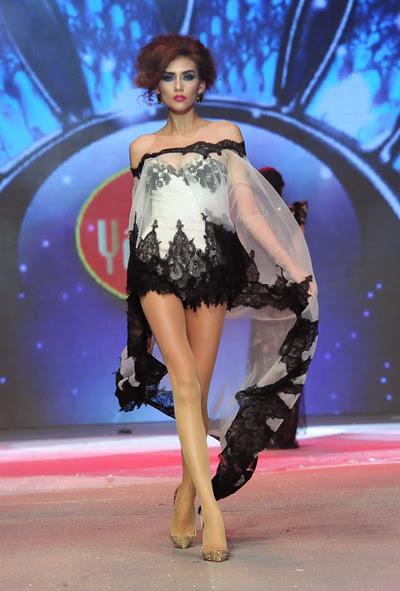 Á hậu Hoàng Yến khoe chân dài thẳng tắp trong váy dạ hội của Hoàng Hải