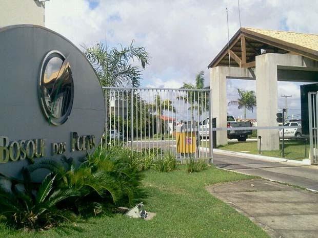 Foram cumpridos mandados na casa do deputado Gilson Moura e outros dois locais (Foto: Larisse Souza/G1)