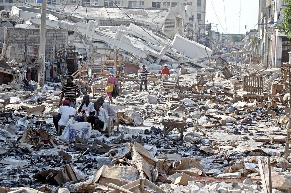 Cena de destrui͋o apos o terremoto no bairro de Bel Air centro de Porto Principe - Haiti - 15/01/2010 - FOTO JONNE RORIZ/AE