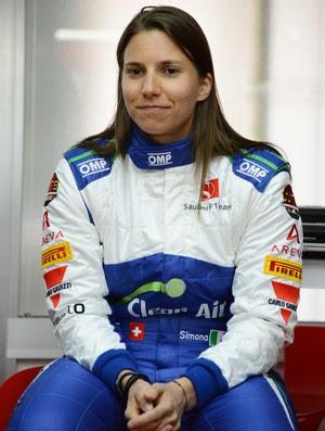 A suíça Simona de Silvestro pilota pela primeira vez um carro de Fórmula 1 em Fiorano (Foto: Divulgação)