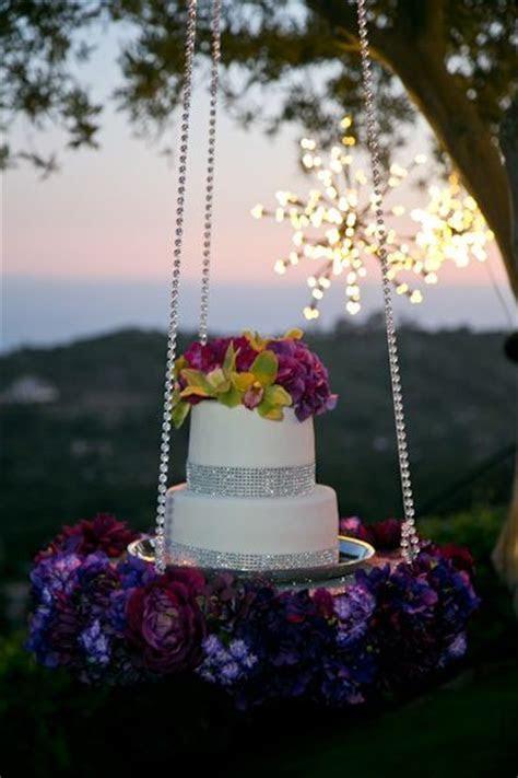Wedding Cake Trend for 2014: Gravity Defying Wedding Cakes