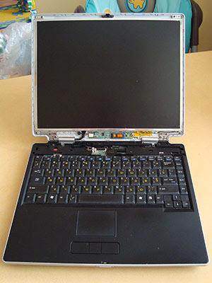 Теперь мы имеем полный доступ, что бы демонтировать лопнувшую LCD панель экрана в ноутбуке ASUS M-3