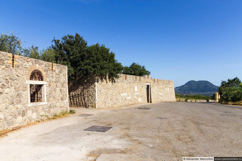 Пелекас, Корфу, на вершине горы
