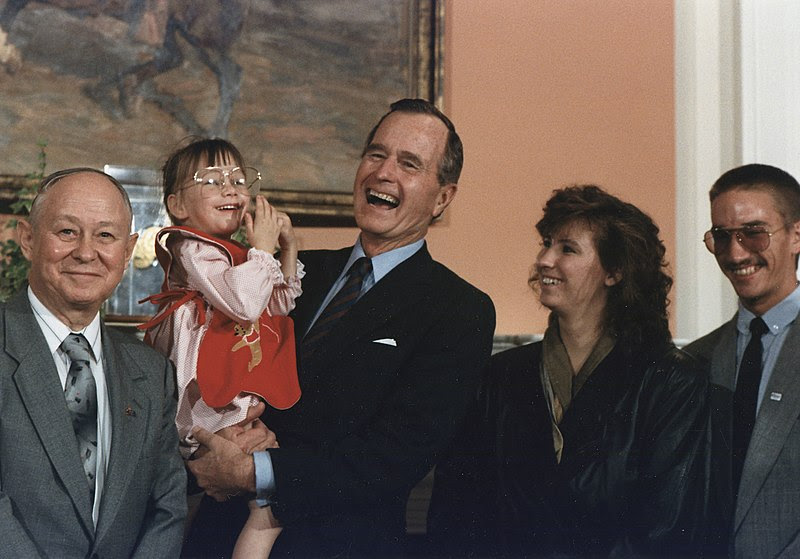 File:President George H.W. Bush holds Jessica McClure in the Roosevelt Room at the White House (1989-07-19).jpg
