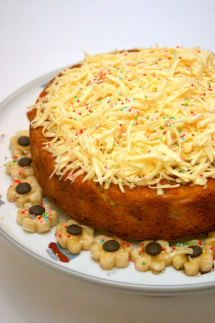 Banana Cake with Cheese Topping