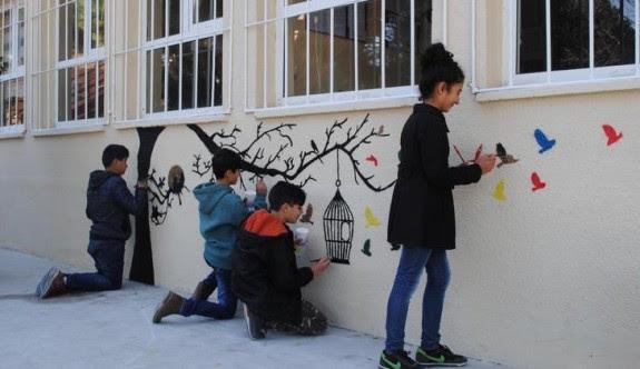 Okul Duvarlarını Boyama Projesi