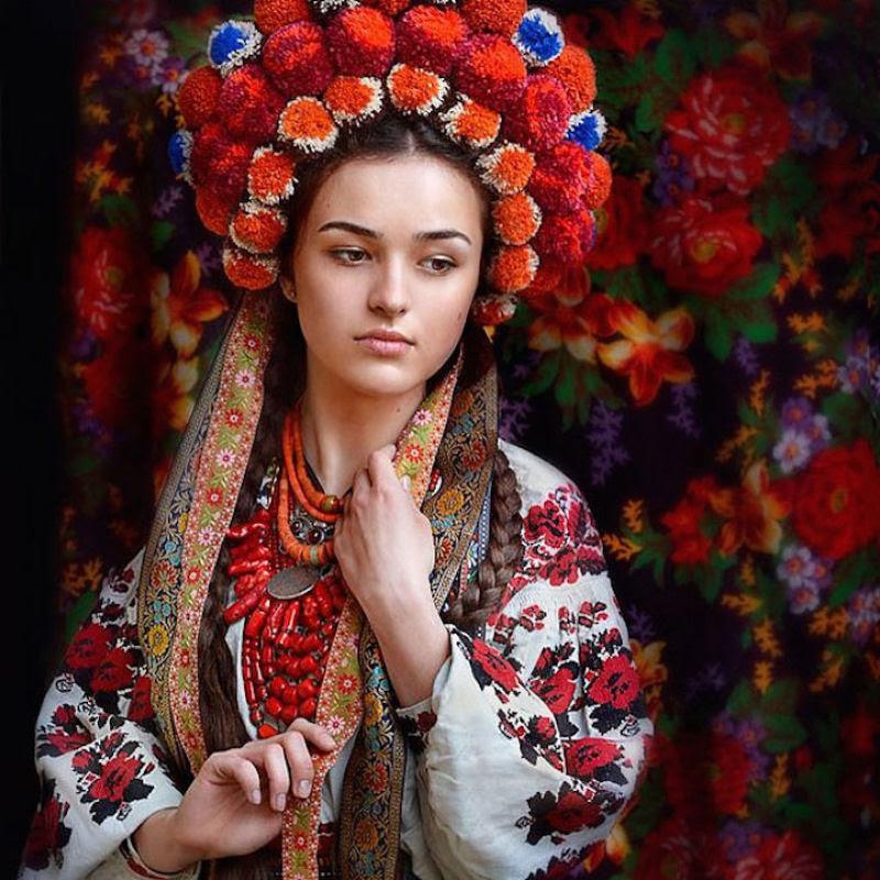 Mulheres modernas usando coroas tradicionais ucranianas dão um novo significado a uma antiga tradição 15