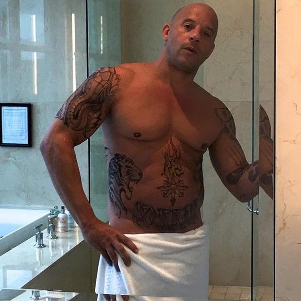 Vin Diesel posa só de toalha (Foto: Instagram/ Reprodução)